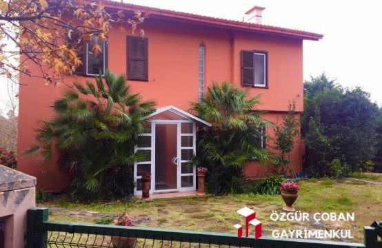 Sarıyer Zekeriyaköy 6 Bedroom Triplex Villa for Sale with 800m2 Garden