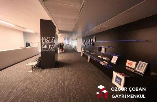Maslak Büyükdere – Prestijli Plaza'da şık ofis – tek katta 3000m2